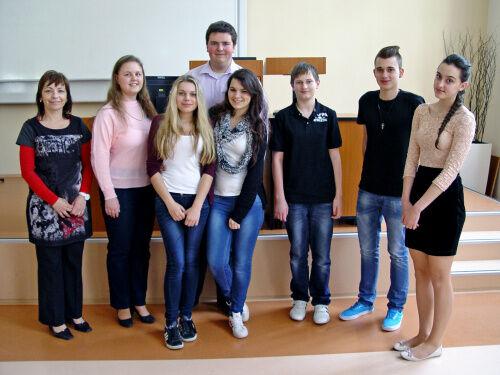 Studenti Gymnázia Velké Pavlovice na Puškinově památníku 2014
