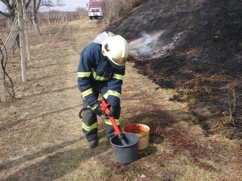 ilustrační foto - požár trávy v roce 2011