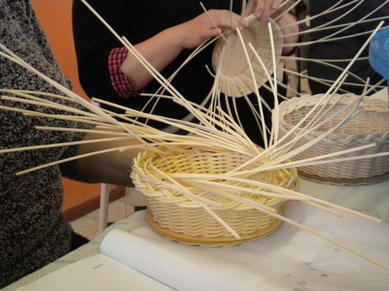 ... Domeček pořádal kurz pletení košíků z pedigu 49b97ec916